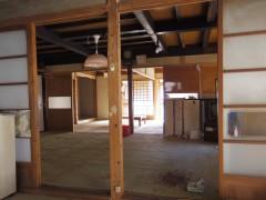 囲炉裏の部屋から台所の反対側は座敷
