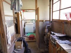 台所土間から浴室へ。まだ「脱衣室」という概念がない状況