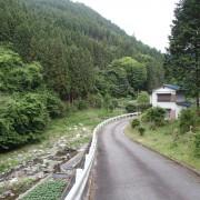 北側道路からの外観