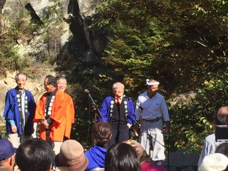 上州椚石切唄を披露しています。