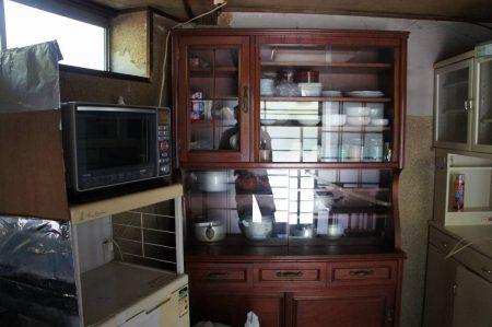 大きな食器棚は十分使えます。