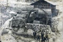 昭和14年コンニャク製粉水車小屋。現在の大仁田入り口付近(有)ヒロナガ工場の裏あたり